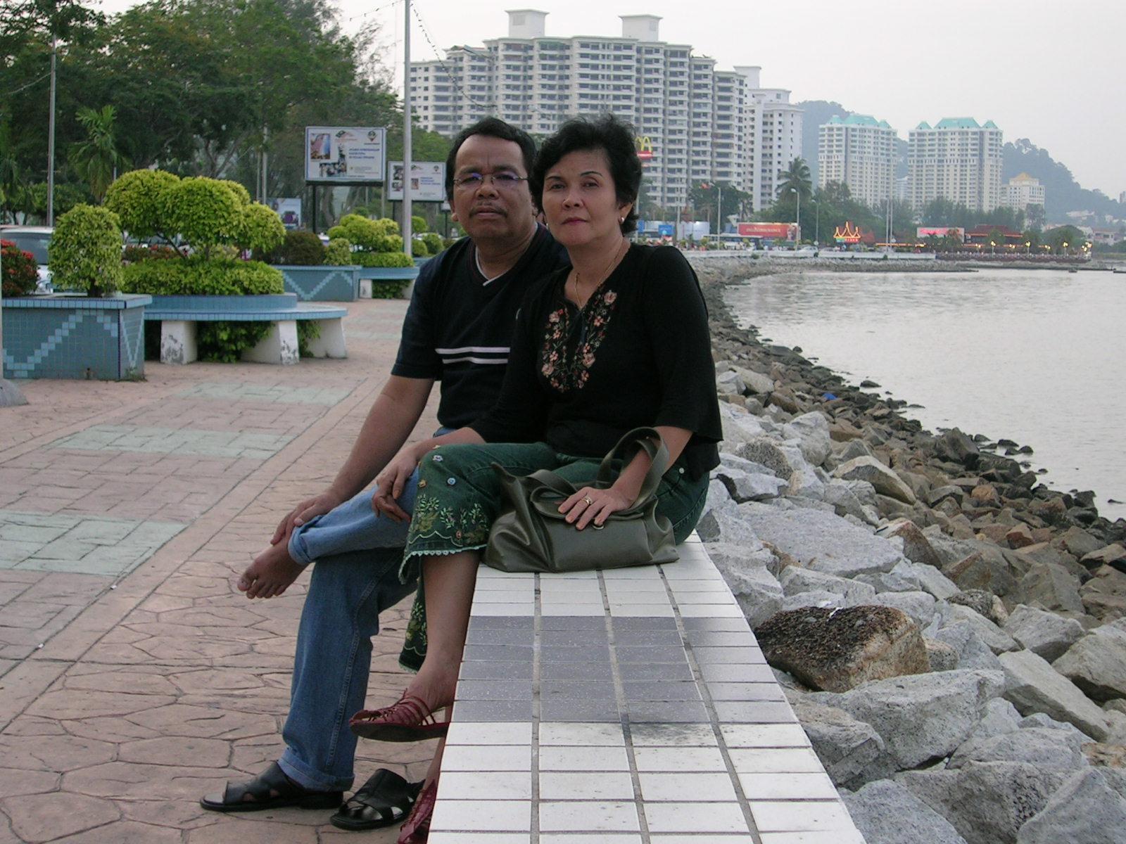 Di pantai Pulau Penang